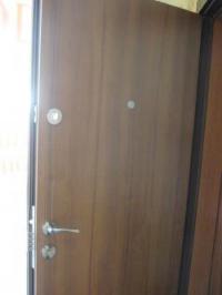 Българска блиндирана врата с резе