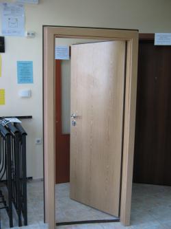 Българска блиндирана врата - двуцветна